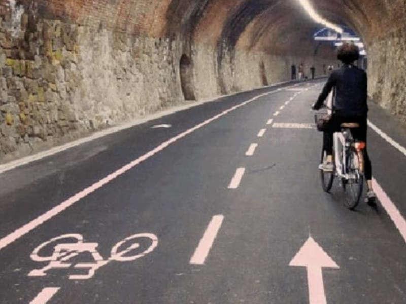 bici pedalare strada pista