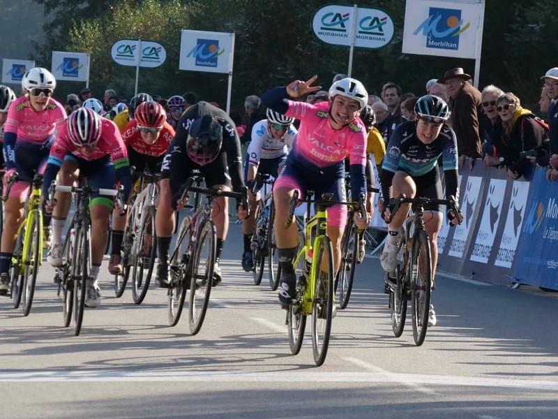 Chiara Consonni show, suo il GP du Morbihan, quinta Gasparrini. Ora il mondiale di pista: con  Chiara, anche Alzini, Balsamo e Vece