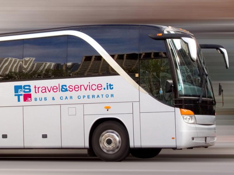 Brandizzazione mezzi noleggiati per il trasporto | Travel & Service