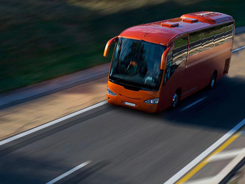 Itinerari-brevi-e-lunga-durata-pullman-rosso-Traverl-and-Service