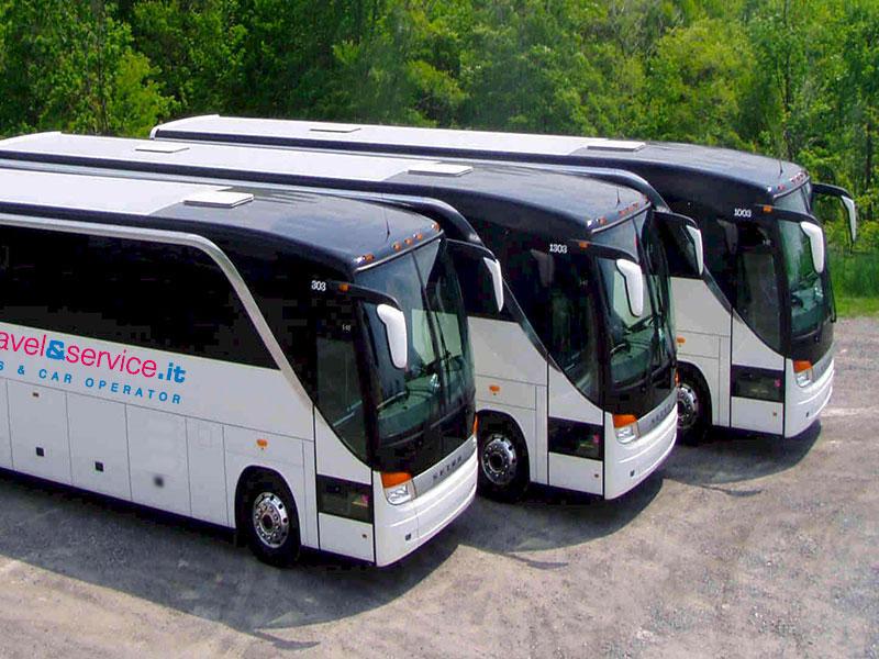 Brandizzati-pullman-parcheggio-Traverl-and-Service
