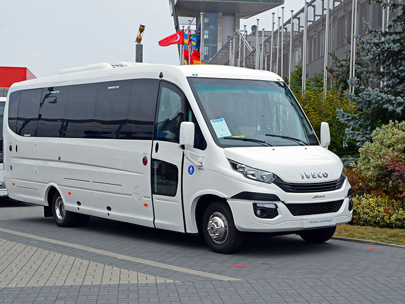 Noleggio minibus 14-20 Iveco Travel And Service