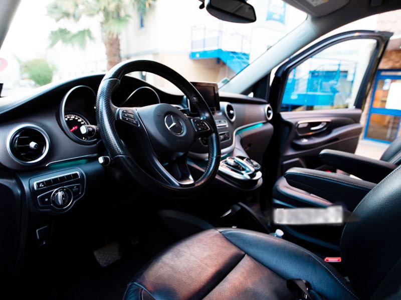 Minivan 6-8 posti con conducente interno Mercedes - Travel and Service