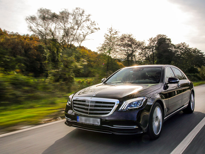 Auto luxury Mercedes Strada - Travel and Service