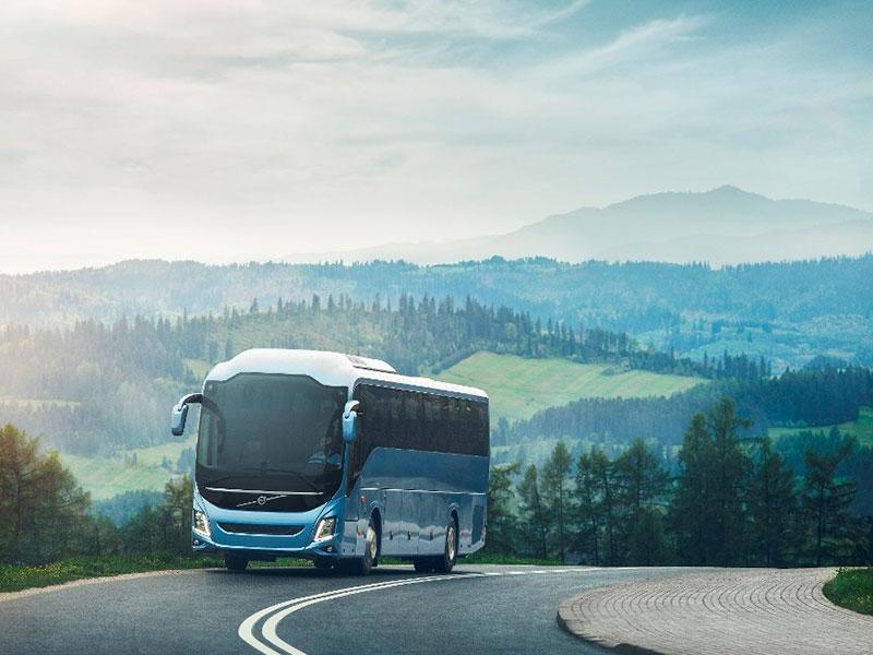 Noleggio pullman 50-54 posti paesaggio - Travel & Service