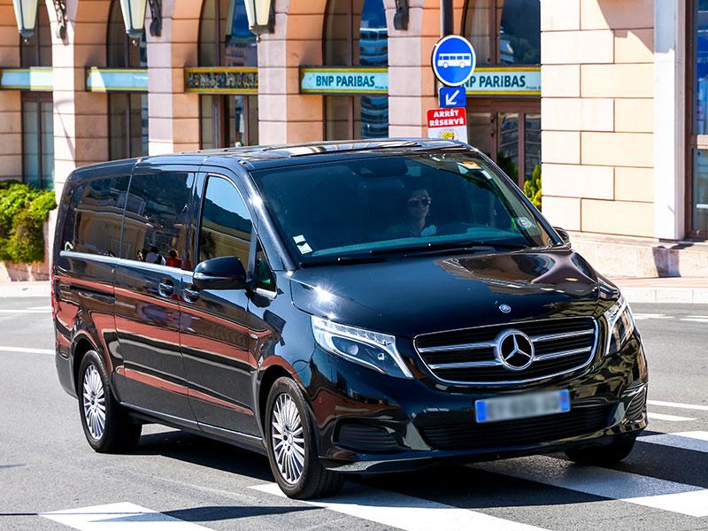 Minivan 6-8 posti Mercedes Classe V Parcheggio - Travel and Service